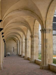 La Charité-sur-Loire - Clunisian priory: gallery of the cloister