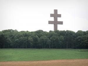 Charles de Gaulle Memorial - Monumental Lorraine cross made overlooking the surrounding landscape