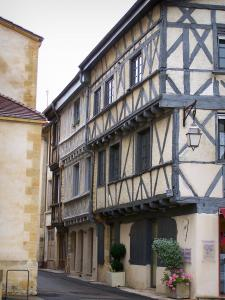 Charlieu - Timber-framed houses with corbelled construction