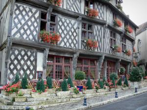 Chartres - Saumon house and its timber-framed facade, its geranium-bedecked windows (flowers) and its café terrace, in the old town