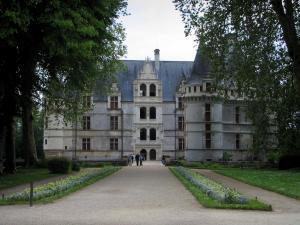 The Chateau D Azay Le Rideau Tourism Holiday Guide