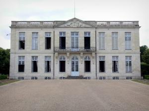 Château de Bouges - Facade of the château; in the town of Bouges-le-Châteauu