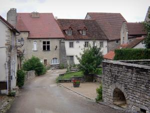Château-Chalon - Strade e case del villaggio