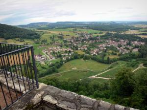 Château-Chalon - Viewpoint with view (panorama) on the surrounding countryside, village of Voiteur and vineyards (Jura vineyards)