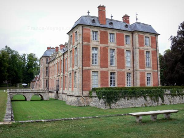 Château de Chamarande - Departmental Domain of Chamarande: Louis XIII-style château and moats