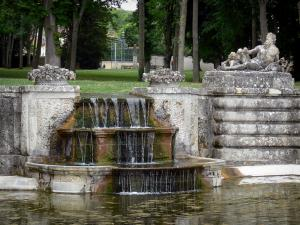 Château de Chamarande - Departmental Domain of Chamarande: stepped cascade (buffet d'eau) in the park of the château
