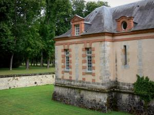 Château de Chamarande - Departmental Domain of Chamarande: facade of tje outbuildings, moats and park