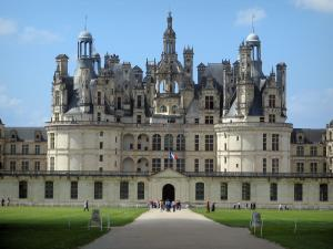 Château de Chambord - Renaissance Château and path lined with lawns