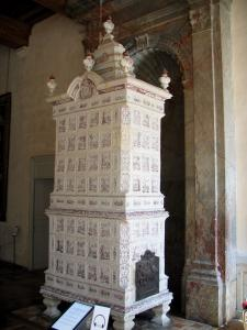 Château de Chambord - Inside of the Château: earthenware stove