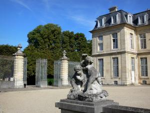 Château de Champs-sur-Marne - Facade of the château of Classical style and statue in the park