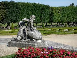 Château de Champs-sur-Marne - French-style formal garden: Flowers in the foreground, statue, embroidery-like flowerbeds and trees