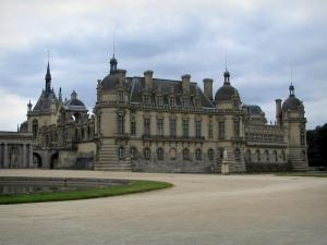Château de Chantilly - Château home to the Condé museum, chapel and the ornamental lake