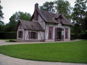 Château de Chantilly - Park: half-timbered hut of the Hamlet