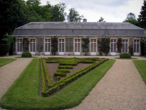 Château de Chantilly - Park: Sylvie's house and flowerbed