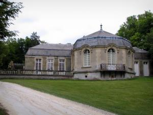 Château de Chantilly - Park: rotunda of Sylvie's house