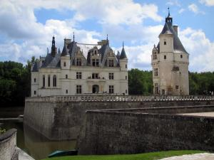 Château de Chenonceau - Renaissance château (Dame castle), Marques tower (keep), the moats and clouds in the blue sky