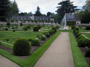 Château de Chenonceau - Diane de Poitiers garden with its formal flowerbeds, its fountain, its shrubs and its paths, Chancellery, Dômes building and trees