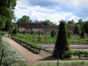 Château de Chenonceau - Flowers garden, vegetable garden, farm, trees and clouds in the sky