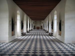 Château de Chenonceau - Inside of the castle: gallery on the bridge