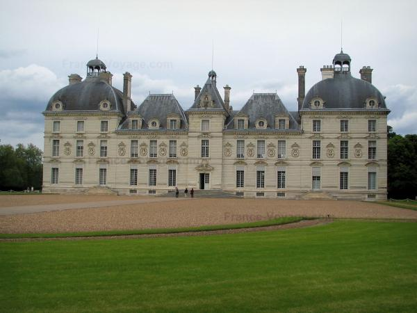 Château de Cheverny - Château of Classical style, lawn, path and cloudy sky