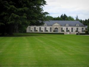 Château de Cheverny - Orangerie, tree and lawn of the park