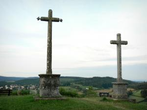 Château-Chinon - Calvaire panoramic view: Mission cross overlooking the verdant landscape of the Morvan; in the Morvan Regional Nature Park