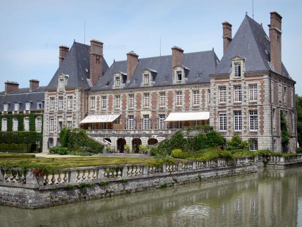Le Ch 226 Teau De Courances Guide Tourisme Amp Vacances