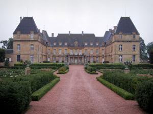 Château de Drée - Path leading to the Château and gardens; in Curbigny