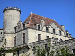 Château de Duras - Tower and facade of the château