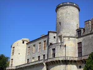 Château de Duras - Towers and facade of the château