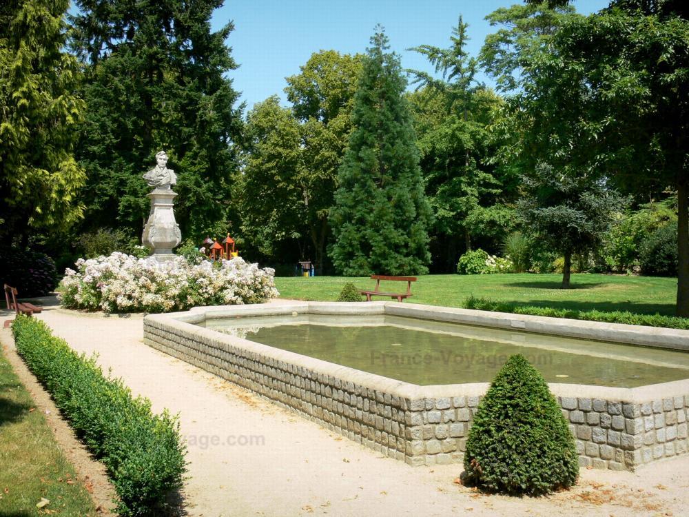 Photos ch teau gontier guide tourisme vacances - Comment aller au jardin du luxembourg ...