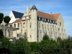 Château-Landon - Convent building of the old Saint-Séverin royal abbey with its tower and buttresses, trees down below