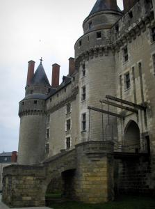 Château de Langeais - Drawbridge and towers of the fortress