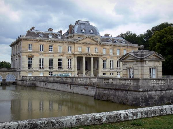 Château du Marais - Louis XVI-style château home to the Talleyrand museum, pavilion of the terrace and moats; in the town of Le Val-Saint-Germain