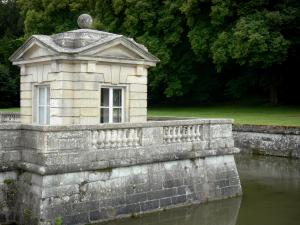 Château du Marais - Pavilion and moats; in the town of Le Val-Saint-Germain