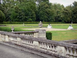 Château du Marais - View of the French-style formal garden; in the town of Le Val-Saint-Germain