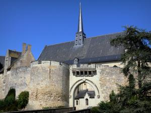 Château de Montreuil-Bellay - Notre-Dame collegiate church, tower and ramparts of the medieval fortress