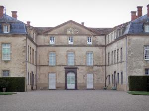 Château de Parentignat - Facade of the castle