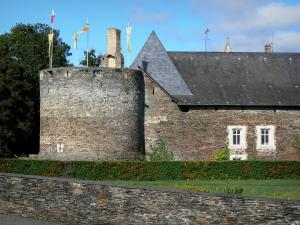 Château du Plessis-Macé - Round tower of the Château