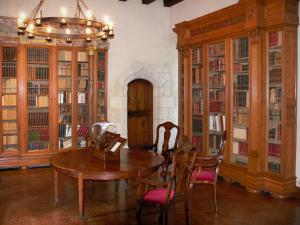 Château du Plessis-Macé - Inside of the Château (lodge): library