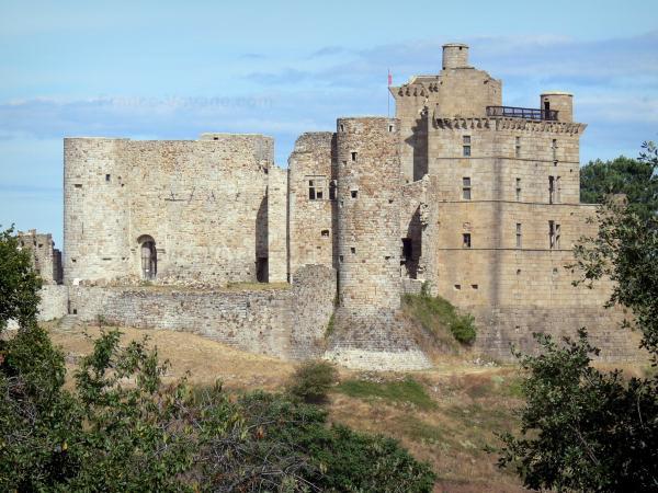 Le château de Portes - Guide tourisme, vacances & week-end dans le Gard