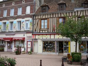Château-Renard - Houses and shops of the République square