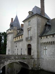 Château de Sully-sur-Loire - Medieval fortress, bridge and moats (la Sange)