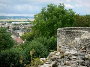 Château-Thierry - View of the Balhan tower, the roofs of the town and the Marne valley from the ramparts