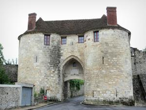 Château-Thierry - Porte Saint-Pierre gate (remains of the town wall)