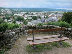 Château-Thierry - Bench on the ramparts overlooking the Hôtel-Dieu and the roofs of the town