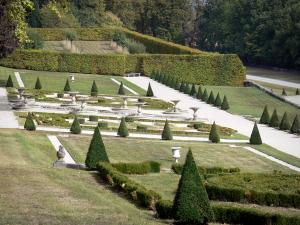 Château du Touvet - Gardens of the château: embroidery box flowerbeds and ponds; in the town of Le Touvet in Grésivaudan