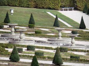 Château du Touvet - Gardens of the château: ponds and embroidery box flowerbeds along the water staircase; in the town of Le Touvet in Grésivaudan