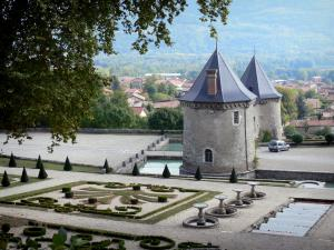 Château du Touvet - Gardens (water staircase, ponds and embroidery box flowerbeds) with views of the chapel and the tower of the château, and the roofs of the village of Le Touvet in the background; in the town of Le Touvet in Grésivaudan