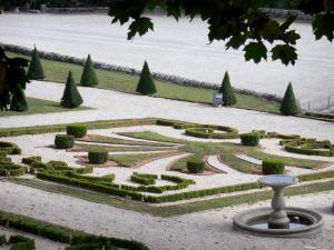 Château du Touvet - Ponds and embroidery box flowerbeds of the château; in the town of Le Touvet in Grésivaudan